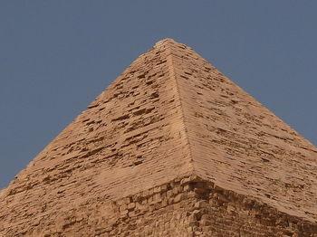 800px-Alig_Khafre_Pyramid_top_437.jpg